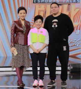 PDD与前乒乓选手邓亚萍担任《竞然如此》嘉宾