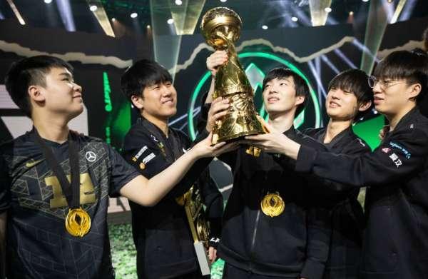 Cryin及Wei被RNG教练点名称赞